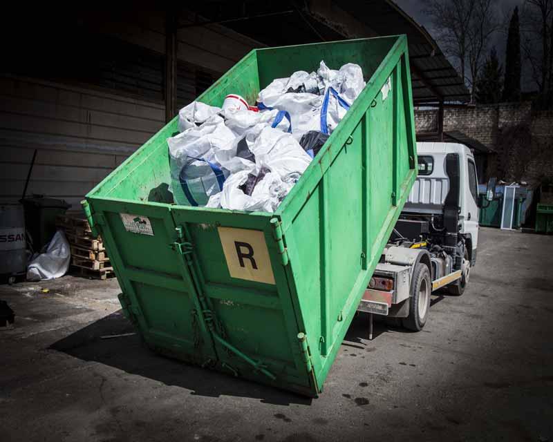 Nolo container rifiuti Roma